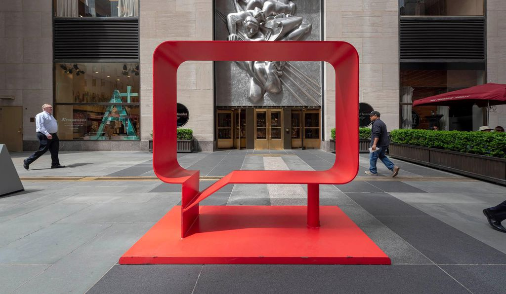 Hank Willis Thomas, Josephine and Kazumi (Real Red), 2018 presented by Jack Shainman Gallery, Frieze Sculpture at Rockefeller Center, New York 2019