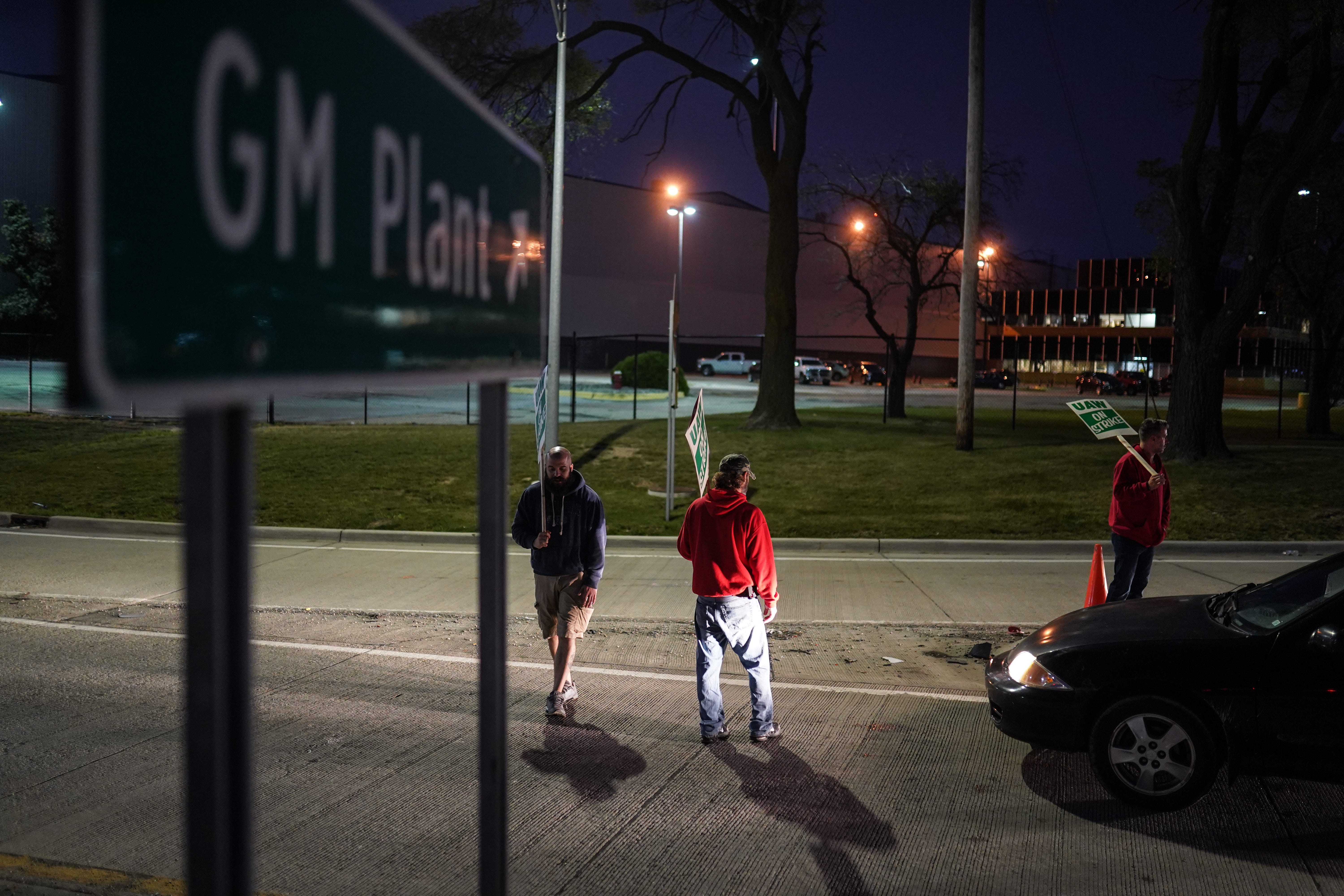 UAW and GM have tense talks that continue into evening
