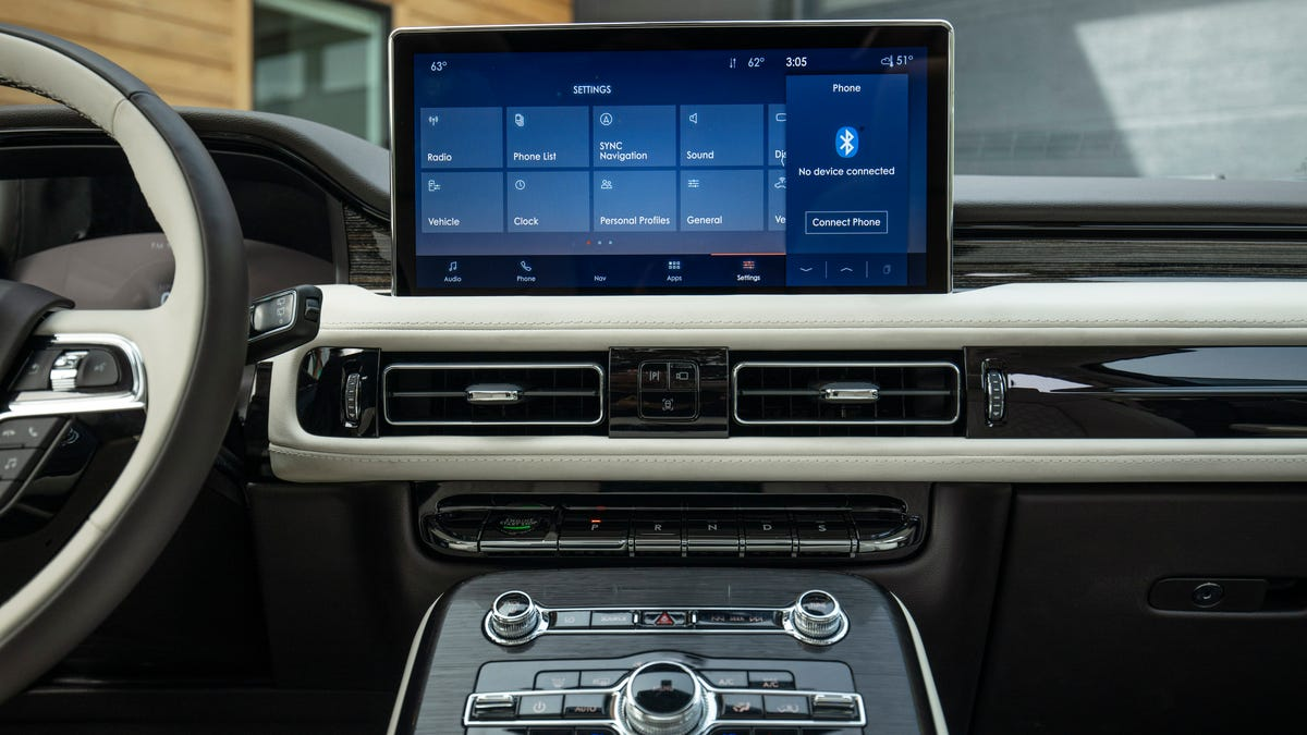 2021 Lincoln Nautilus adds big screen, colors, connectivity for feature updates