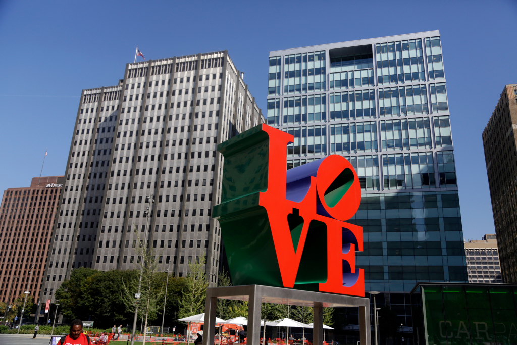 The Legal Battle Over Robert Indiana Winds Down, Shanghai Moves Forward With Art Fairs, and More: Morning Links from November 10, 2020