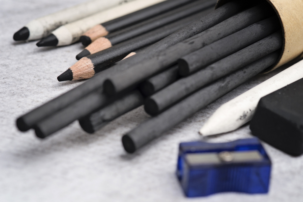 The Best Charcoal Sketch Sets for Inventive Drawing
