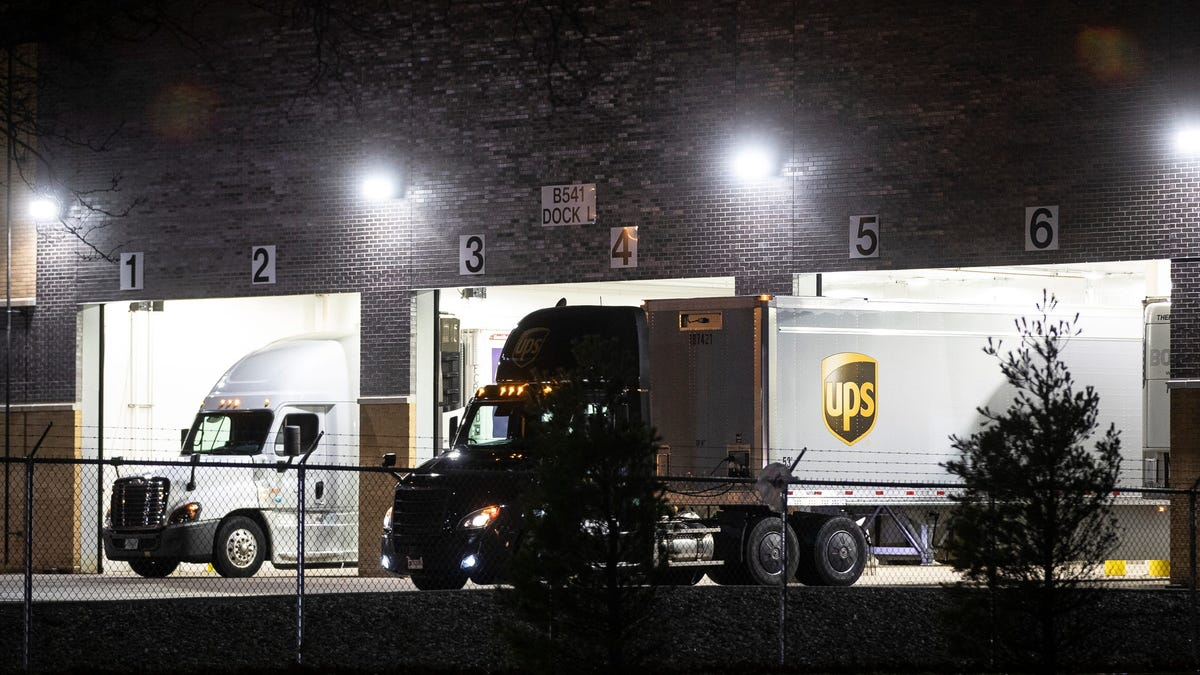 UPS, FedEx, USPS shipping deadlines: Will your Christmas gifts arrive on time or face delays amid COVID vaccine?