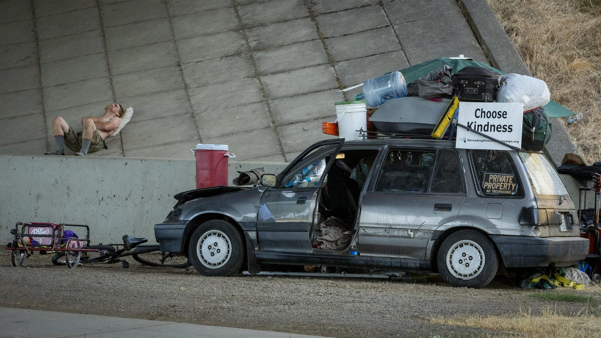 COVID crisis: After losing jobs and homes, more people are living in cars and RVs and it's getting worse