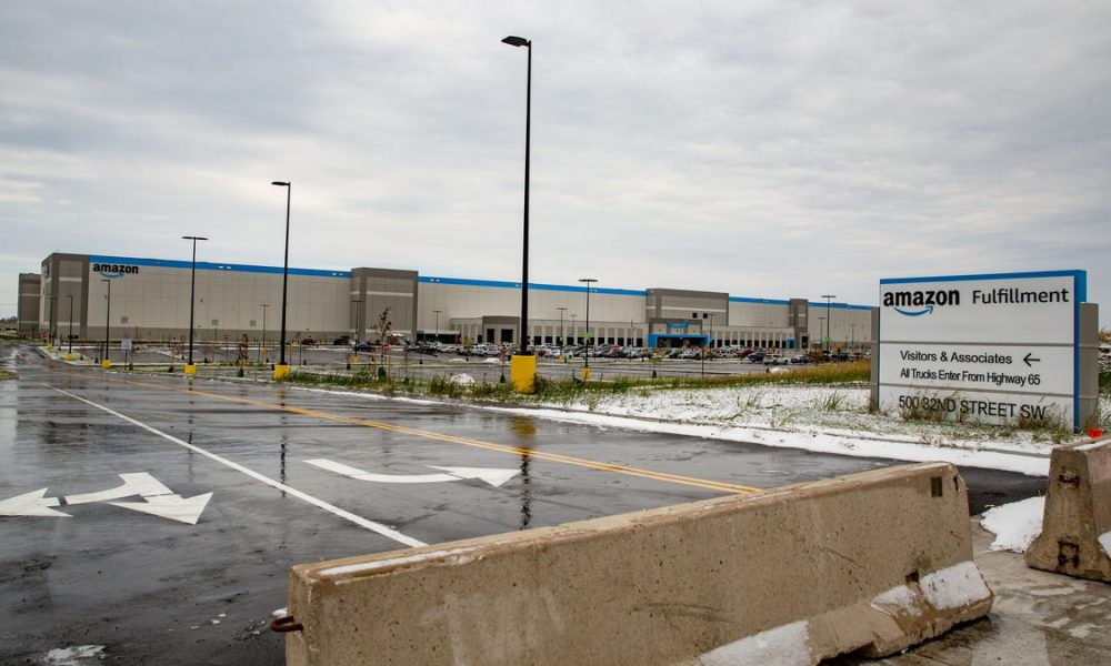 Could an Amazon union form in Iowa? The Teamsters say they're organizing employees.