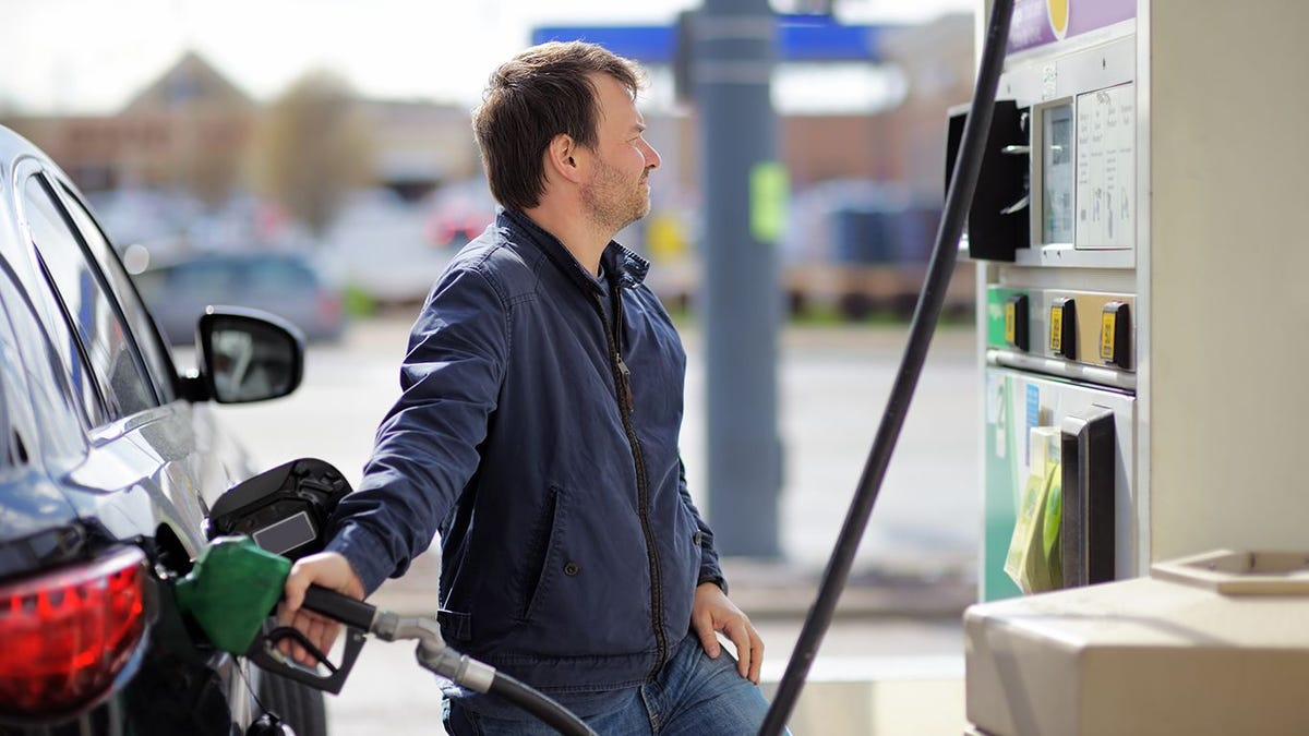 Gas prices to rise as winter storm rages, shutting refineries, stores and delaying shipments. Is $3 fuel coming?