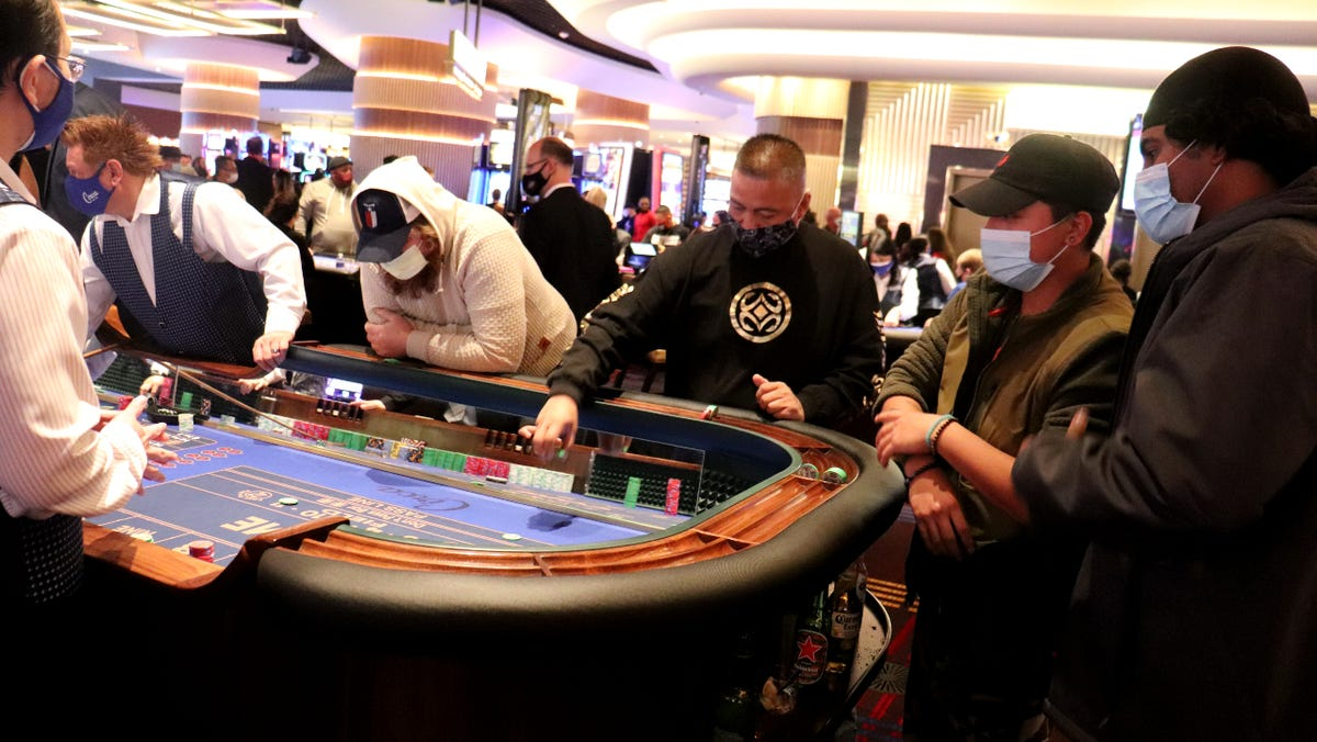 Las Vegas casinos, restaurants and other businesses getting eased COVID-19 capacity limits
