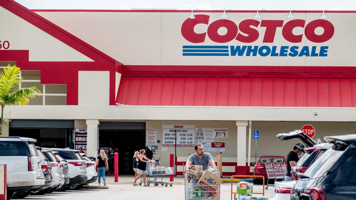 Costco curbside pickup pilot 'going well.' Could the service with Instacart soon come to a club near you?