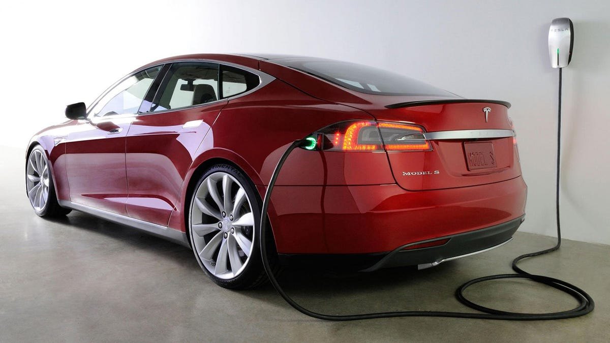 Tesla self-driving software update begins roll out though company says to use with caution