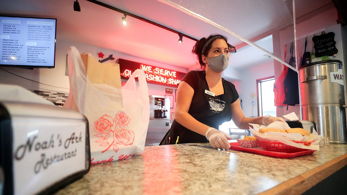 Fast-food worker wages rose 10% as restaurants struggle to hire and retain workers, report says