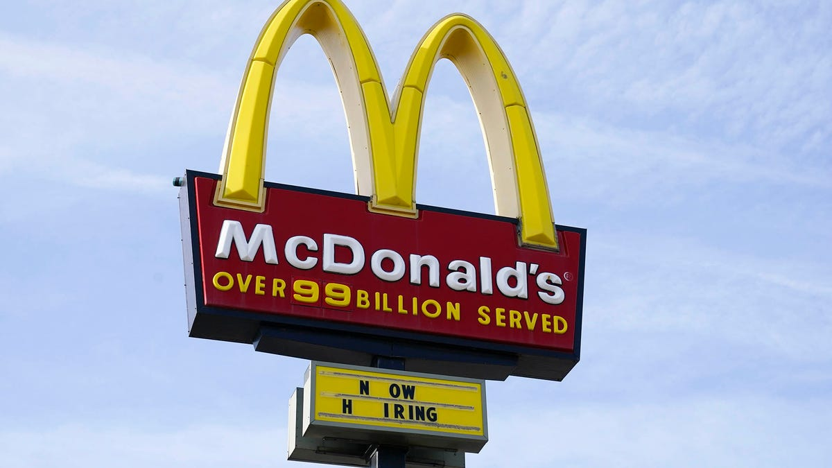 McDonald's reportedly weighs closing indoor dining amid delta variant surge